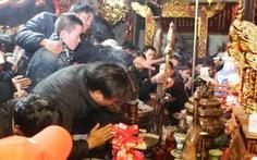 Lễ hội đền Trần: Chốn linh thiêng thành khu chợ vỡ