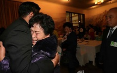 Xúc động đoàn tụ gia đình sau 60 năm Triều Tiên bị chia cắt