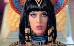 Katy Perry bị lên án vì báng bổ thần thánh