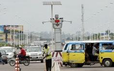 Robot làm cảnh sát giao thông