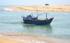 Hàng loạt cửa biển miền Trung bị bồi lấp
