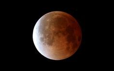 """Đêm """"Mặt trăng máu"""" đổi màu"""