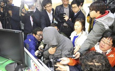 Người nhà nạn nhân ném chai vào thủ tướng, tát quan chức