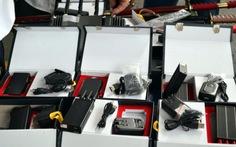 Phát hiện kiếm, thiết bị phá sóng gửi từ Trung Quốc