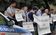 Quân đội Ukraine thả nhà báo Anh làm cho truyền hình Nga