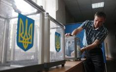 Dân Ukraine bầu tổng thống trong bất ổn