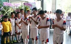 Thêm nhiều nén nhang tiễn biệt  cựu danh thủ Tam Lang