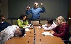 Làm việc với sếp nhỏ tuổi hơn: khó hay dễ?
