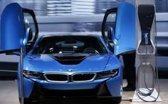 """BMW """"xoắn"""" lên khi Tesla S tới châu Âu"""