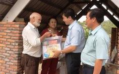 Lãnh đạo huyện thăm hỏi vợ chồng ông Kurt - bà Sang
