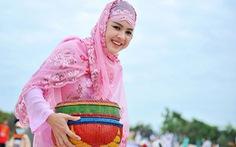 Thiếu nữ Chăm trong Tết Ramưwan