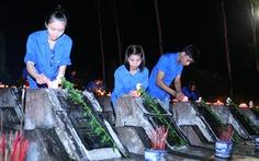 Thắp nến tri ân tại nghĩa trang Vị Xuyên