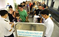 Đo thân nhiệt hành khách qua cửa khẩu sân bay