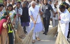 Khi thủ tướng ra đường quét rác