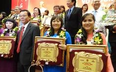 Hai cô trò cùng nhận giải thưởng Võ Trường Toản