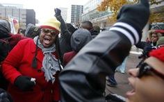 Mỹ:Thành phố bạo động ban bố tình trạng khẩn cấp