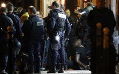Cầm AK-47 cướp nữ trang Cartier giữaParis
