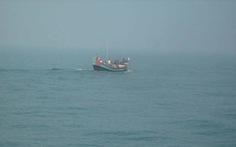 Việt Nam yêu cầu, China MRCC mới hỗ trợ 3 tàu cá tránh gió
