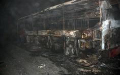 Xe khách giường nằm đang chạy đêm bỗng phát cháy tan hoang