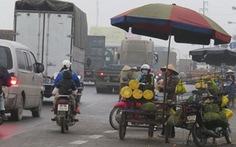 Bán hàng trên đường cao tốc gây bất an