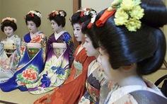 Geisha Nhật phải học cách tự vệ trước nguy cơ