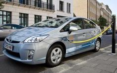 Đường xá chật như nêm, mua xe diesel hay hybrid?