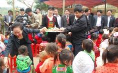 Trao tặng nhà nội trú cho học sinh