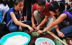 Gói bánh chưng tặng người nghèo