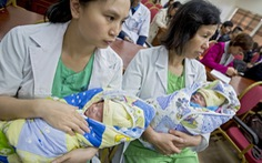 Nuôi dưỡng thành công hai bé song sinh tuần thai 24