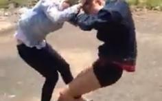 Một trong hai thiếu nữ đánh nhau là học sinh
