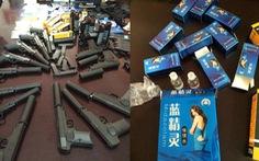 Bắt hai người buôn bán súng bắn đạn bi, thuốc kích dục
