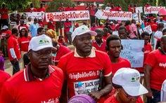 """219 nữ sinh bị """"IS châu Phi"""" bắt cóc vẫn bặt tăm"""
