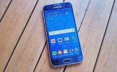 Samsung Galaxy S6 đen sapphire chuyển xanh đậm dưới ánh mặt trời