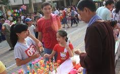 Hàng trăm phụ huynh vàhọc sinh dự Ngày hội tuổi thơ