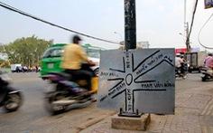 Dân tự dựng bảng chỉ dẫn đường