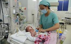 Bé 5 ngày tuổi mang máy tạo nhịp tim vĩnh viễn