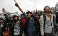 Nạn nhân động đất giận dữ vì chính quyền Nepal chậm chạp