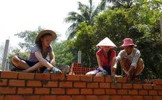 Học sinh Mỹ đi học xây nhà Việt