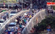 Hiểm nguy khi qua cầu Trần Khánh Dư xuống cấp