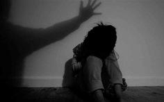 Hoãn xử vụ vợ đặt camera tố chồng hiếp dâm con riêng