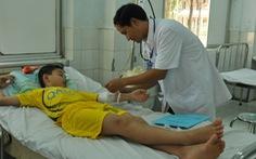 Cứu sống bé 10 tuổi uống nhầm thuốc tăng trưởng cao su
