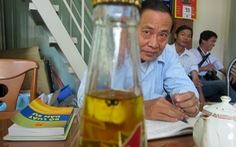 Vụ chai nước ngọt có ruồi: có cần tiếp tục tạm giam?