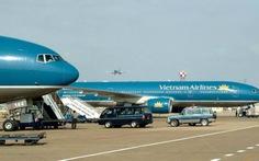 Hàng chục chuyến bay bị ảnh hưởng bão số 1