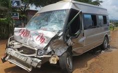 Hai ôtô nát bét sau va chạm, hai người tử nạn