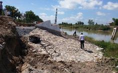 """470 triệu đồng xây lại cầu """"mới khánh thành 2 tuần đã sập"""""""