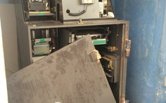 Dùng bộ hàn và xà beng phá trụ ATM trộm tiền
