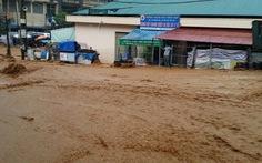 Nước lũ tràn về, thị trấn Đồng Mỏ thành bãi sình lầy