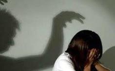 Vợ đặt camera quay phim tố chồng hiếp dâm con riêng