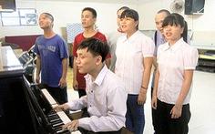 Người thầy nhạc của trẻ khiếm thị