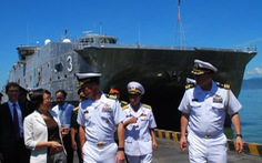 Siêu bệnh viện và tàu đổ bộ hải quân Mỹ đến Tiên Sa